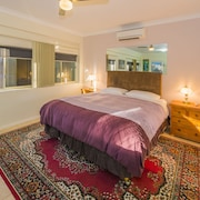 Top 10 Pet Friendly Hotels In Coffs Harbour $58: Dog & Cat