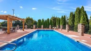 Seasonal outdoor pool, open 8:00 AM to 9:00 PM, sun loungers