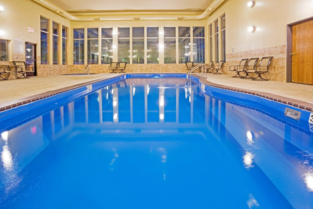 Pool, Holiday Inn Express Hotel & Suites Custer, an IHG Hotel