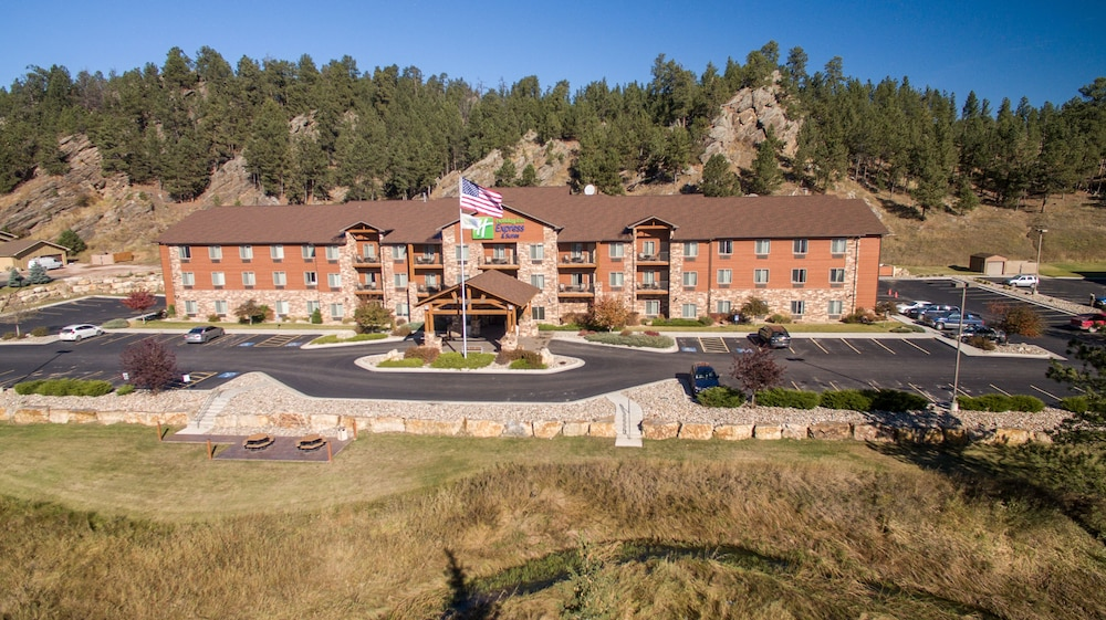 Front of Property, Holiday Inn Express Hotel & Suites Custer, an IHG Hotel