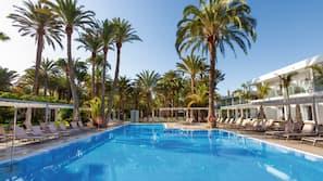 3 udendørs pools, parasoller, liggestole
