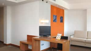 Caja fuerte, escritorio, sistema de insonorización y wifi gratis