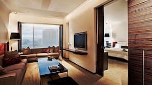 Bộ đồ giường cao cấp, chăn bông, minibar, két bảo mật tại phòng