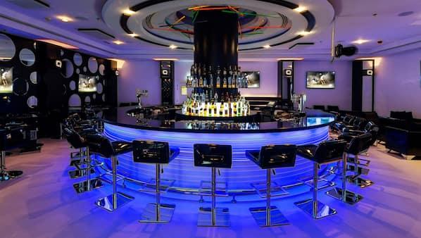 3 bars, bar en milieu de piscine