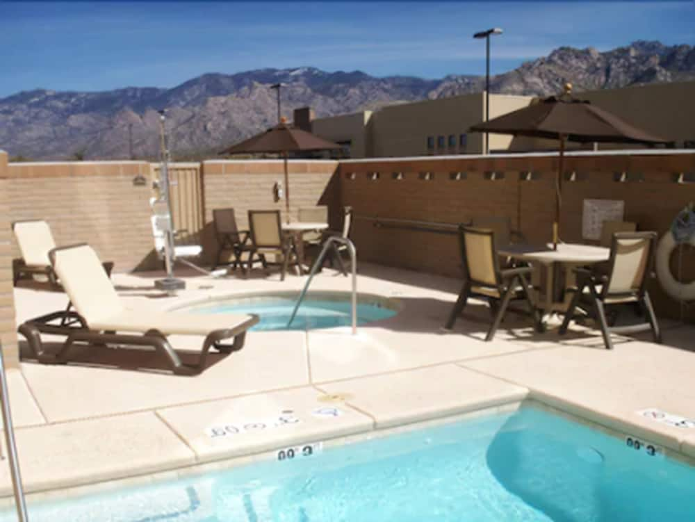 Outdoor Pool, Holiday Inn Express And Suites Oro Valley - Tucson North