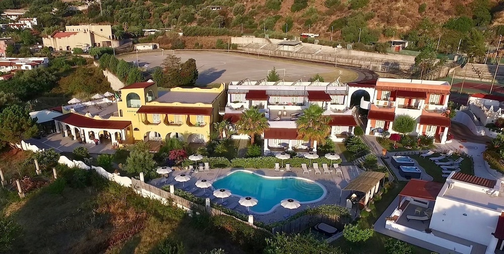 Hotel bougainville in aeolian islands hotel rates for Lipari hotel