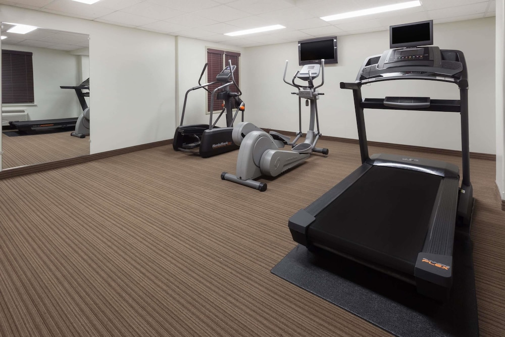 Fitness Facility, Super 8 by Wyndham Peterborough