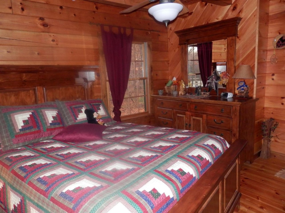 Room, Bear Grove Cabins