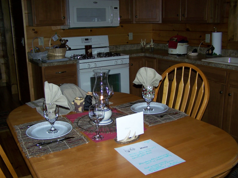 Dining, Bear Grove Cabins