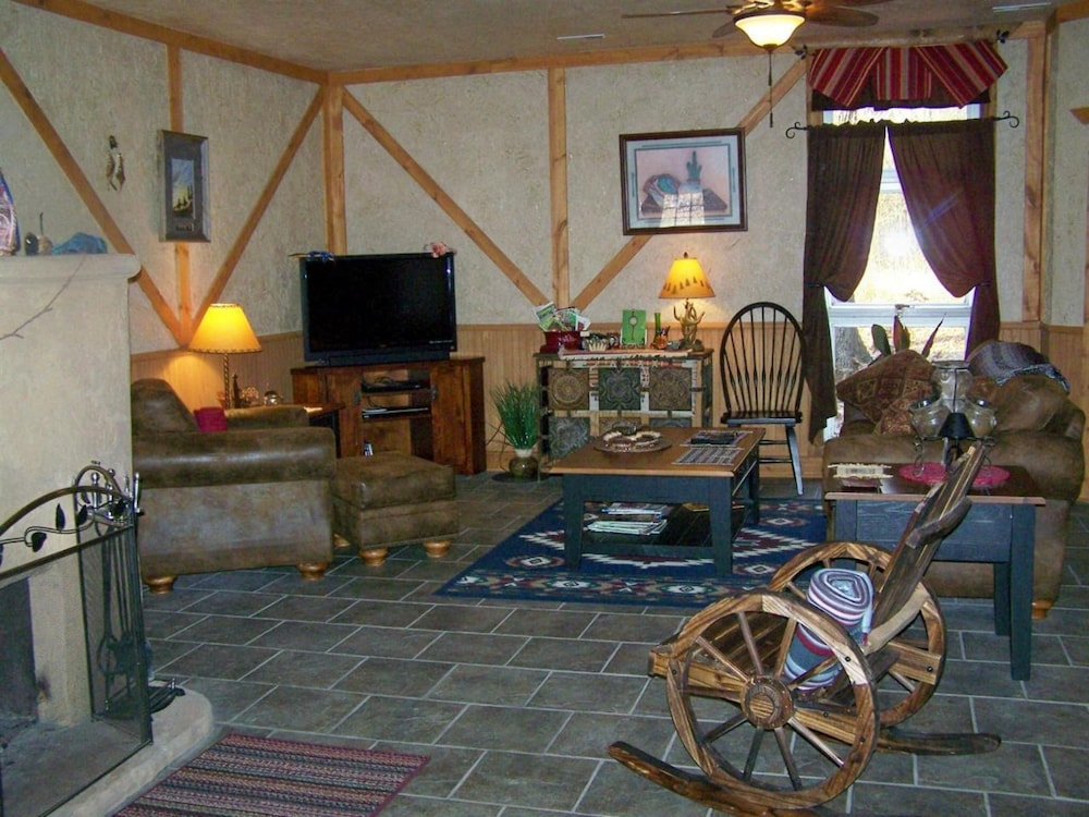 Living Area, Bear Grove Cabins