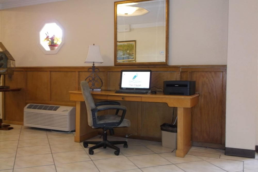 Business Center, Days Inn Lake Okeechobee
