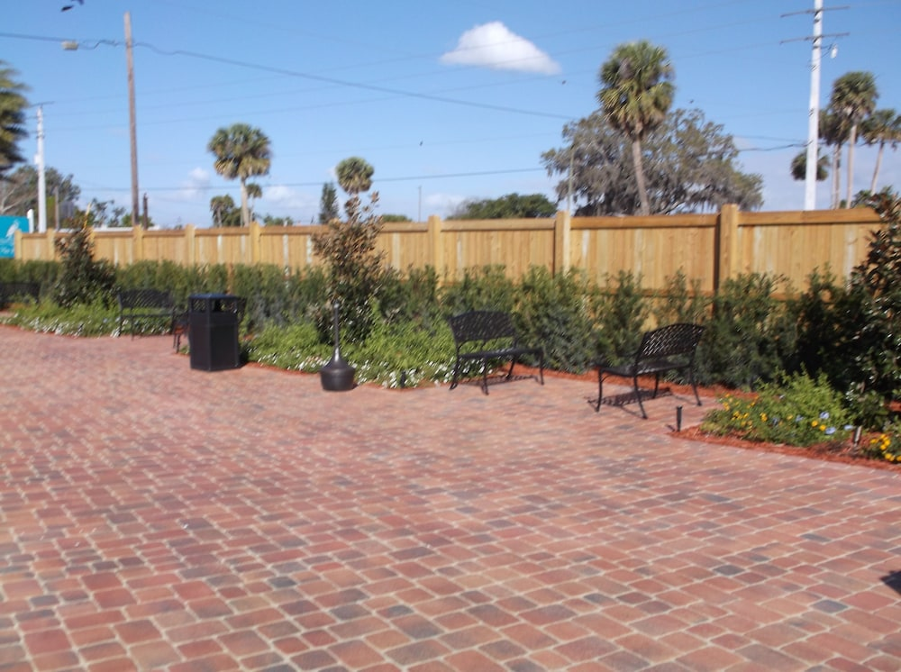 Terrace/Patio, Days Inn Lake Okeechobee
