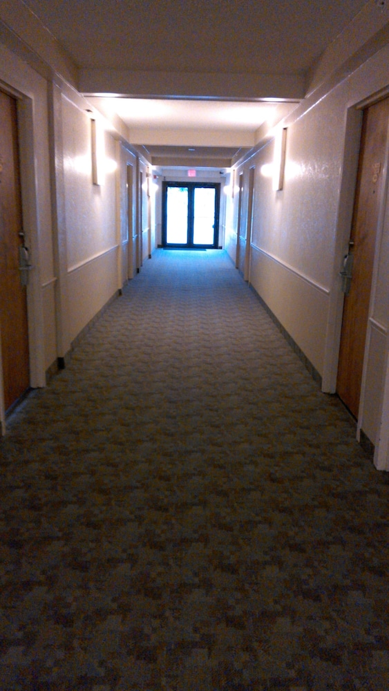 Hallway, Days Inn Lake Okeechobee