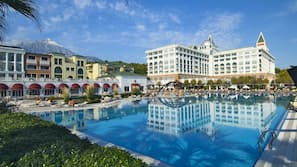 2 indoor pools, 5 outdoor pools, pool umbrellas, sun loungers