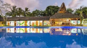 8 piscines extérieures