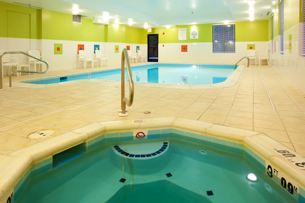 Pool, Holiday Inn Express & Suites - Thornburg, S. Fredericksburg, an IHG Hotel