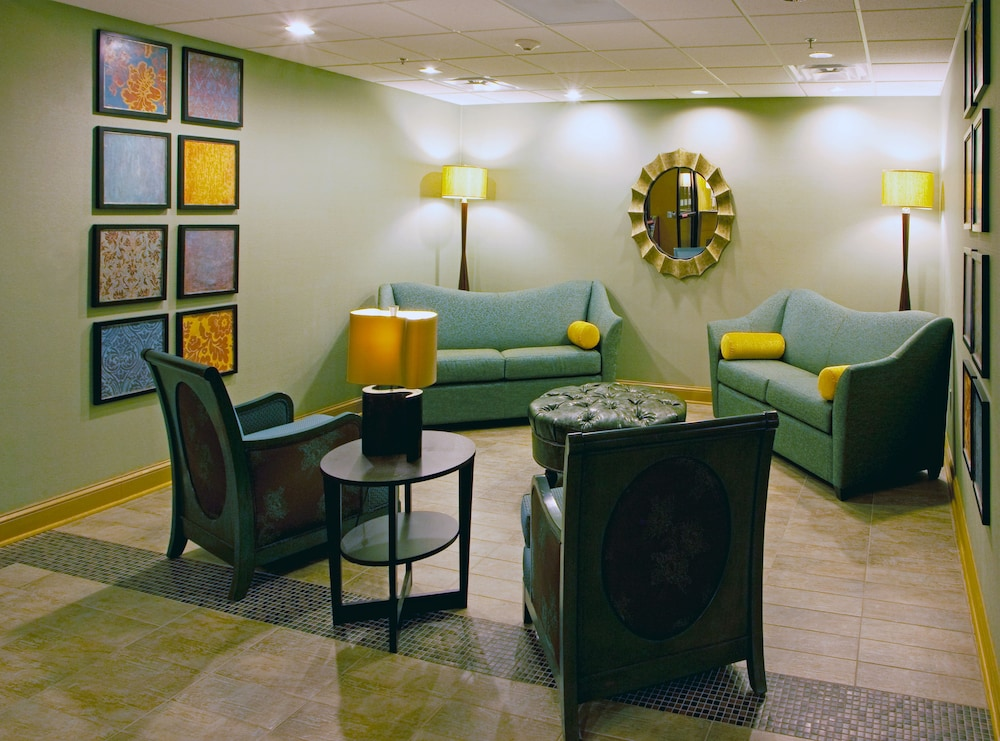 Lobby, Holiday Inn Express & Suites - Thornburg, S. Fredericksburg, an IHG Hotel