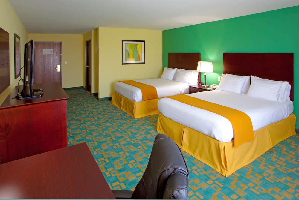 Room, Holiday Inn Express & Suites - Thornburg, S. Fredericksburg, an IHG Hotel