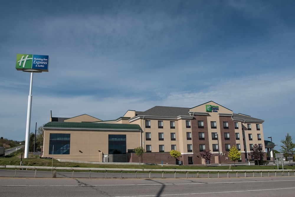 Building design, Holiday Inn Express Hotel & Suites in North East (Erie)