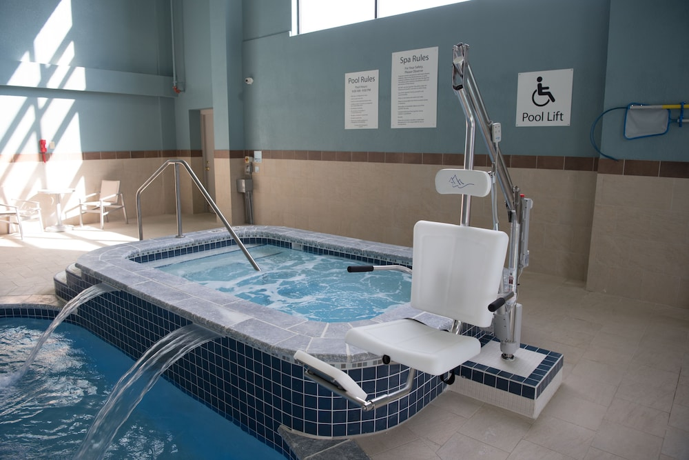 Indoor Spa Tub, Holiday Inn Express Hotel & Suites in North East (Erie)