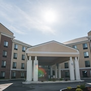 Holiday Inn Express Hotel & Suites in North East (Erie)