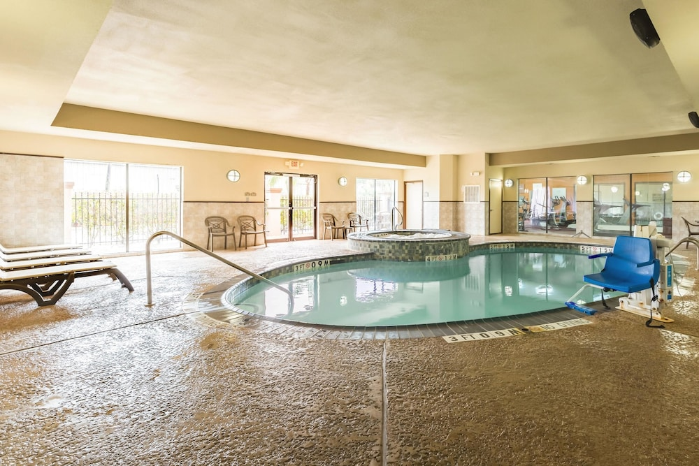 Pool, Comfort Suites Beaumont I-10