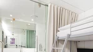 Allergitestet sengetøy, skrivebord, strykejern/-brett og gratis wi-fi