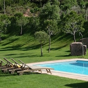 Beautiful Cottage, Private Pool, 7 Rooms all With Bathroom, 14-17 p