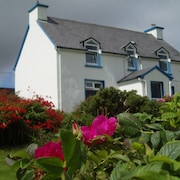 Traditional Cottage With Wonderful Views of Brandon Bay, Dingle Peninsula