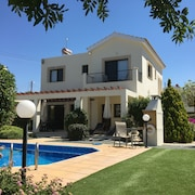 Luxury 3 Bedroom Villa With Pool and Gardens