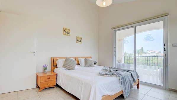 3 bedrooms, in-room safe, iron/ironing board, cots/infant beds
