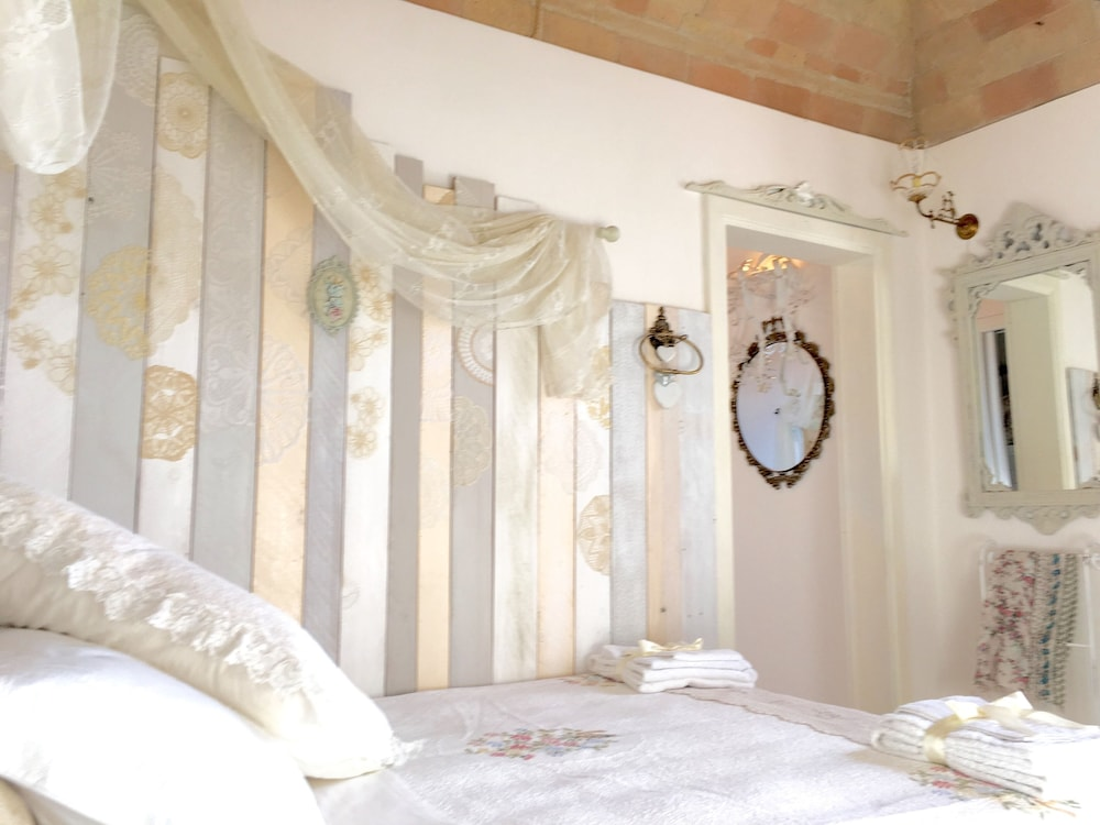 Sweet Dream Shabby Chic Bedroom in Spello, Spello: Hotelbewertungen ...
