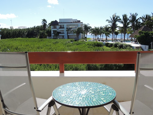 Hotels Bore You? Energize at a Beach Home Instead! Free Wi-fi & Calls. 2 Pools!