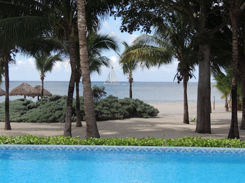 September Sale @ $85/n. Close to Dive Sites! Beach Condo W/great Views. 2 Pools