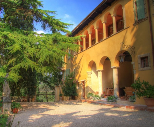 Enchanting Historic Villa With Swimming Pool, Wifi, A/c, Parking
