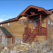 Custom Home, Sleeps 12, Near Ski & Golf With Private Hot Tub & Game Room