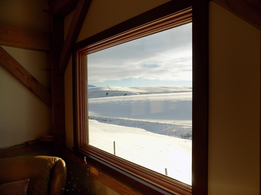 , Cozy Timber Frame Cabin with Private Hot Tub and Amazing Views!