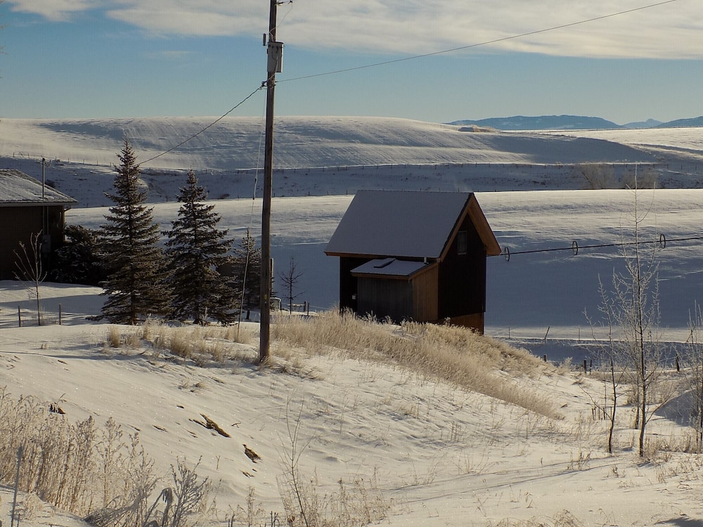 Snow and Ski Sports, Cozy Timber Frame Cabin with Private Hot Tub and Amazing Views!