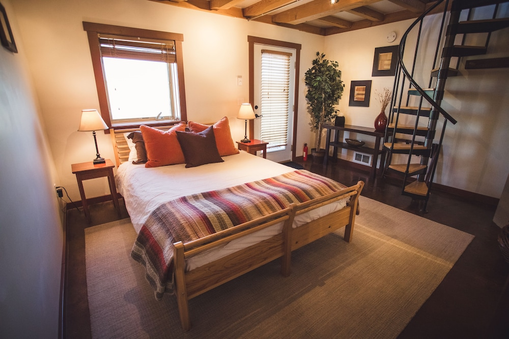 Room, Cozy Timber Frame Cabin with Private Hot Tub and Amazing Views!