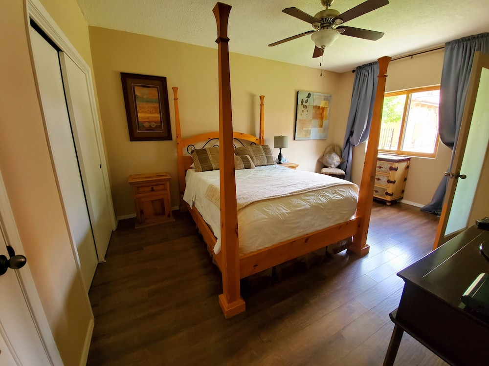 Room, North Valley Estate Guest House - 1800 Sq.ft.