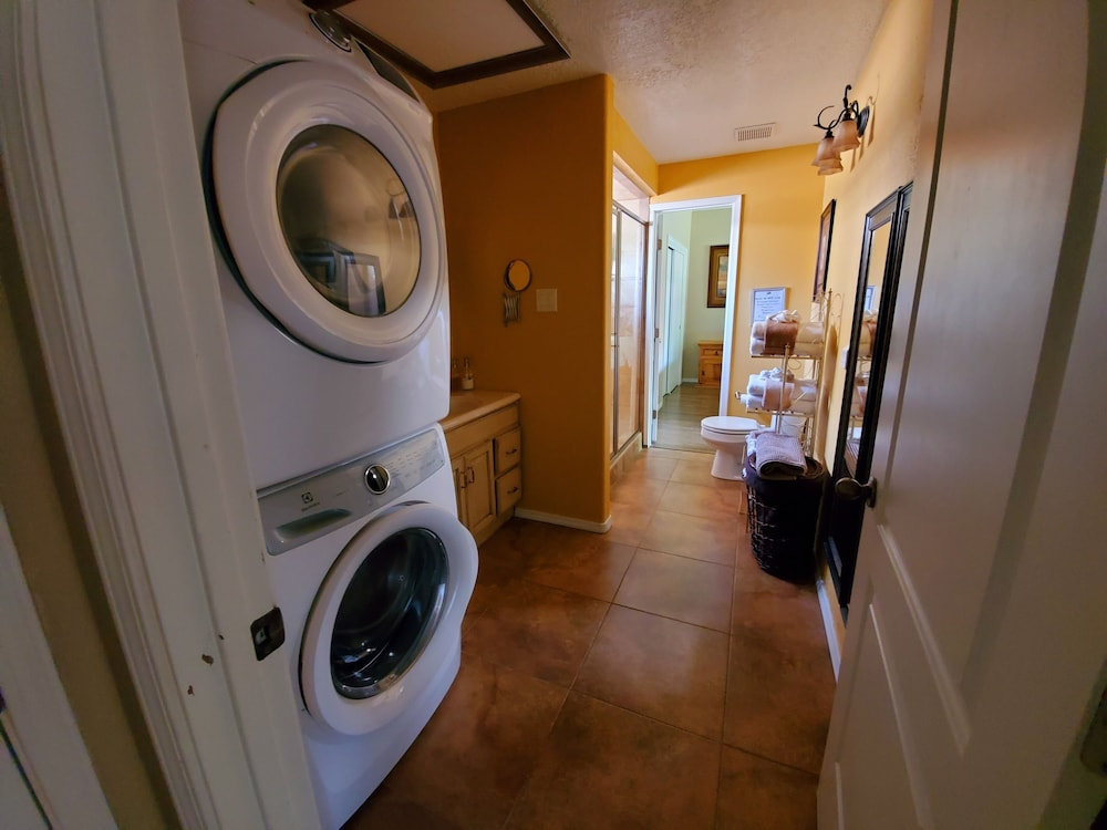 Laundry, North Valley Estate Guest House - 1800 Sq.ft.