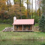 1800's Restored Log Cabin in Woods - 15 Min. Off Pa Turnpike - Wedding Venue