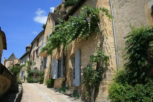 In the Heart of Beynac Village With Spectacular Castle & River Views