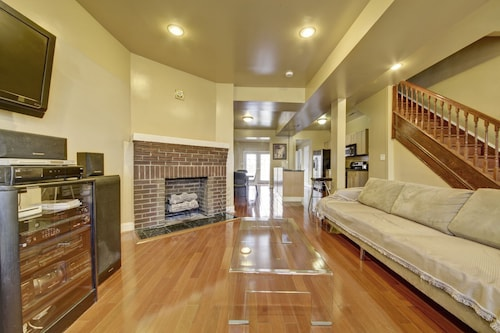 Modern Luxury, Warm Fireplace, Hdtv/suite, Wii, Jacuzzi, Etc
