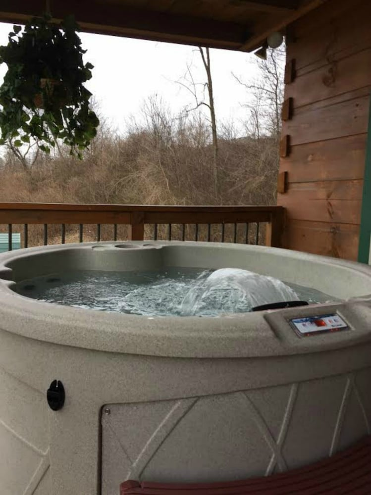 Spa, 'it's Five O' Clock Here,' HOT Tub, Waterfront, Facing the Blue Ridge Parkway