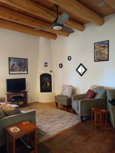 087e96ba77 Hotels with Jacuzzi in Room Taos - Jacuzzi Suites From  79