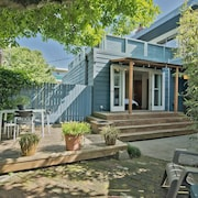 Modern Unit 3 Blocks to the Capitol Hill Light-rail - Private Outdoor BBQ Area