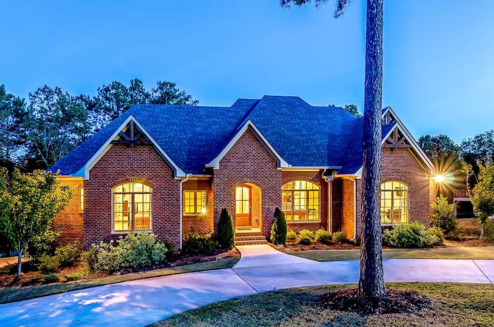 Exterior, First Class Amenities & Spectacular Location! 8 Beds, 5 Tv's, Pool Table...wow!