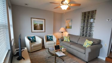 Isle Of Palms Condo, Steps from the Beach, Shops, Restaurants & Bars, Free Wifi
