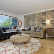 Gorgeous Capitol Hill Penthouse - 3 Minutes to Light-rail - Private Deck W/bbq